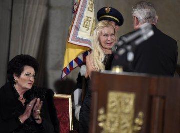Prezident Miloš Zeman při příležitosti výročí vzniku samostatného československého státu uděloval 28. října na Pražském hradě státní vyznamenání. Medaili Za zásluhy převzala herečka a tanečnice Jitka Frantová Pelikánová (uprostřed).