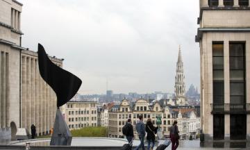Brusel, lidé, turisté v ulicích Bruselu.
