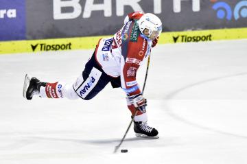 Hokejista Petr Hubáček z Pardubic.