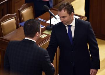 Ustavující schůze Poslanecké sněmovny, 20. listopadu 2017 v Praze. Vpravo je poslanec ANO Milan Hnilička.
