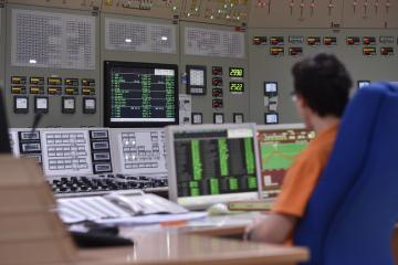 Jaderná elektrárna Dukovany. Na snímku je velín pro dozor nad provozem druhého bloku.