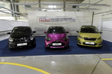 V kolínské automobilce Toyota Peugeot Citroën Automobile (TPCA) začala 2. května 2018 výroba faceliftovaných modelů (zleva) Citroën C1, Toyota Aygo a Peugeot 108.