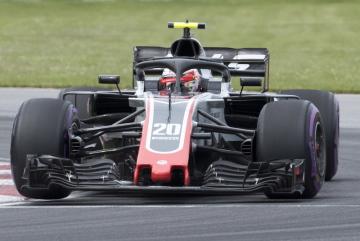 Dánský jezdec stáje Haas Kevin Magnussen na trati VC Kanady.