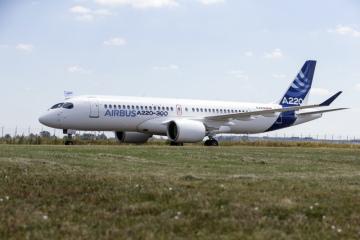 Dopravní letoun Airbus A220.