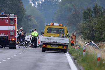 Při nehodě dvou osobních aut v Třeboni zemřeli 21. července 2018 odpoledne tři lidé a šest lidí se zranilo. Silnici z Třeboně do Lomnice nad Lužnicí policie uzavřela.