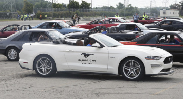 Americká automobilka Ford Motor ve středu oslavila výrobu desetimiliontého vozu Mustang (na snímku) ve svém sídle ve Flat Rock, kde se tento legendární sportovní vůz vyrábí.