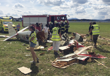Na leteckém dni ve Strunkovicích nad Blanicí na Prachaticku se 11. srpna 2018 zřítil historický letoun. Pilot je vážně zraněný. Divákům se nic nestalo. Letecký den byl ukončen, řekl pořadatel.