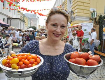 Slavnosti rajčat se konaly 11. srpna v Břeclavi. Svůj stánek tu měla i herečka Markéta Hrubešová (na snímku).