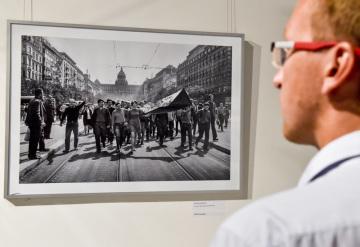 V pražském Czech Photo Centre byly vyhlášeny nejlepší fotografie roku 1968 od profesionálních i amatérských fotografů Československo - fotografie roku '68. Akci uspořádal Český rozhlas při příležitosti 50. výročí srpnových událostí roku 1968. Čestné uznání obdržela Libuše Kyndrová za snímek Vlajka.