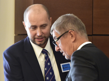 On 22 August 2018, the Security Council of the General Security Inspectorate (GIBS) discussed the nomination of Radim Dragoun (left) to the Director of Inspection in Prague. On the right is Prime Minister Andrej Babiš.