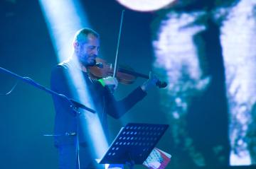 Karel Holas ze skupiny Čechomor, která s velkoplošnou projekcí filmu Rok ďábla zahájila 30. srpna 2018 mezinárodní festival filmové hudby a multimédií Soundtrack Poděbrady.