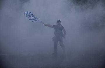 Řecká policie použila na demonstranty v Soluni slzný plyn.
