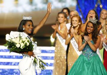 Nia Imani Franklinová se v neděli stala první Američankou, která vyhrála soutěž krásy Miss America po rozhodnutí poroty vyřadit dosud neodmyslitelné defilé v plavkách.