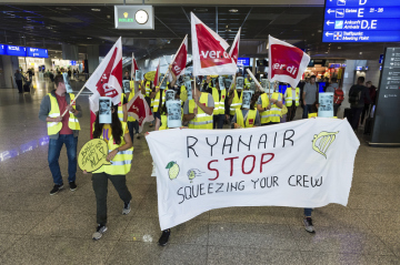 Stávka zaměstnanců irských aerolinek Ryanair na letišti ve Frankfurtu nad Mohanem.