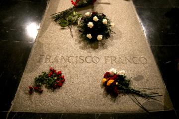 Hrobka bývalého španělského diktátora Franciska Franka v památníku v Údolí padlých u Madridu.