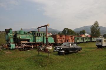 Historická vlaková souprava určená pro místní úzkokolejku ve skanzenu Nová ves v ukrajinské Koločavě na snímku pořízeném 5. září 2018.