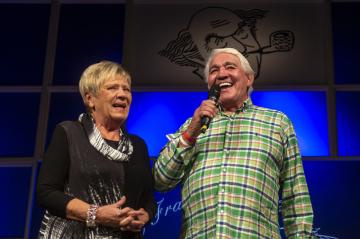 Jaroslava Obermaierová (vlevo) a Jiří Krampol (vpravo) získali 15. září 2018 v Přelouči na Pardubicku Cenu Františka Filipovského za dlouhodobé herecké mistrovství v dabingu.