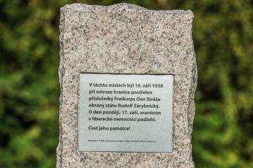 V Hrádku nad Nisou na Liberecku odhalili 17. září 2018 pomník příslušníka Stráže obrany státu Rudolfu Zárybnickému. Jde o jeden z tragických příběhů, které se odehrály v pohraničí před podepsáním mnichovské dohody v roce 1938. Zárybnický, jehož družstvu byla svěřena ochrana železniční trati mezi Hrádkem a Žitavou, byl 16. září 1938 postřelen a o den později zemřel v liberecké nemocnici.