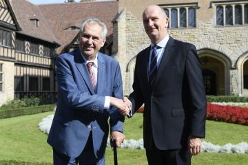 Prezident Miloš Zeman (vlevo) se 20. září 2018 v rámci oficiální návštěvy Německa setkal s ministerským předsedou Spolkové země Braniborsko Dietmarem Woidtkem na zámku Cecilienhof v Postupimi.