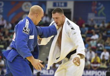 Mistrovství světa v judu - muži nad 100 kg, 26. září 2018 v Baku. Český judista Lukáš Krpálek (v bílém) v souboji s Henkem Grolem z Nizozemska.