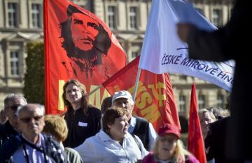 Asi stovka komunistů a jejich příznivců si 30. září 2018 na Palachově náměstí v Praze připomněla k 80. výročí podespání mnichovské dohody.
