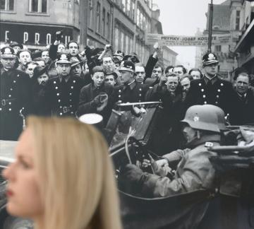 V křížové chodbě Staroměstské radnice v Praze byla 4. října 2018 představena výstava Osudové chvíle Československa – obrazový příběh století, která se koná při příležitosti 100. výročí vyhlášení samostatného československého státu. Celkem 300 fotografií od 51 autorů vypráví příběh státu od první světové války po současnost. Pro veřejnost bude expozice přístupná od 5. října do 11. listopadu.