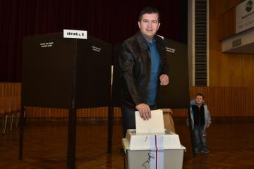 Předseda ČSSD a vicepremiér Jan Hamáček odevzdal svůj hlas v komunálních volbách 5. října 2018 v Domě kultury v Mladé Boleslavi.