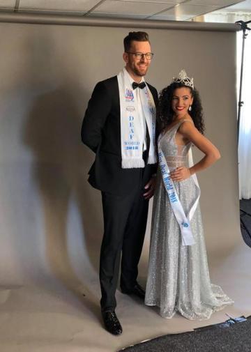 Čech Jan Emmer a Izraelka Assia Uhanany se stali 29. září 2018 v Praze vítězi 18. ročníku světové soutěže krásy neslyšících Miss & Mister Deaf World 2018.
