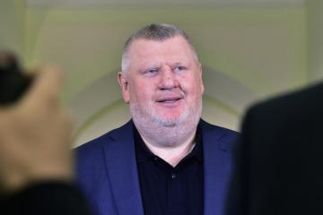 Lobbista Ivo Rittig na chodbě Městského soudu v Praze, který začal 16. října 2018 projednávat kauzu jízdenek pro pražský dopravní podnik. Obviněno je 17 lidí včetně Rittiga. Podle obžaloby přišel podnik trestnou činností nejméně o 457 milionů korun.