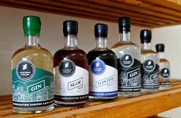 Robert Urbánek, majitel brněnské řemeslné palírny ginu Little Urban Distillery, vypálil první nápoj podle vlastní receptury (na snímku z 18. října 2018) v září 2018.