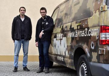 Vývojáři počítačových her (zleva) Vojtěch Ješátko a Ondřej Kužel (na snímku z 19. října 2018) z české společnosti Bohemia Interactive Studio z Mníšku pod Brdy.