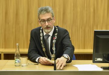 Nový primátor Olomouce Miroslav Žbánek (ANO) na ustavujícím zasedání zastupitelstva, které 5. listopadu 2018 volilo nové vedení města.