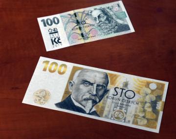 Historicky první pamětní bankovku Budování československé měny a bankovku s přítiskem ke stému výročí měnové odluky v hodnotě 100 Kč představila ČNB na tiskové konferenci k doprovodným akcím k výročí československé koruny 6. listopadu 2018 v Praze.
