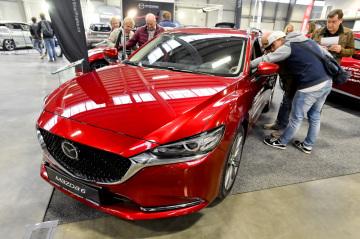 Nová Mazda 6 je k vidění na výstavišti v Lysé nad Labem na Nymbursku, kde 9. listopadu 2018 začala výstava automobilů, motocyklů a jejich příslušenství Autosalon Kola 2018. Potrvá do 11. listopadu.