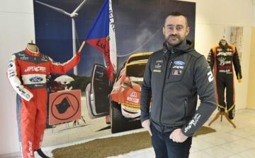 Sběratel Oldřich Bartoníček představil 21. listopadu 2018 v Luhačovicích na Zlínsku výstavu rallye modelů, která mapuje historii a současnost soutěžních vozů Škoda a dalších značek. Velká část výstavy je věnována luhačovickému jezdci Romanu Krestovi. Výstava potrvá do 27. listopadu.