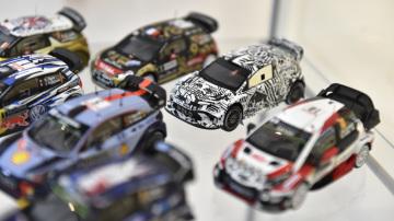V Luhačovicích na Zlínsku zahájili 21. listopadu 2018 výstavu rallye modelů sběratele Oldřicha Bartoníčka, která mapuje historii a současnost soutěžních vozů Škoda a dalších značek. Velká část výstavy je věnována luhačovickému jezdci Romanu Krestovi. Výstava potrvá do 27. listopadu.