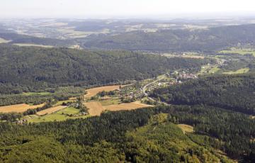 Pohled na obec Nové Heřminovy (na letecké fotografii z 28. srpna 2012).