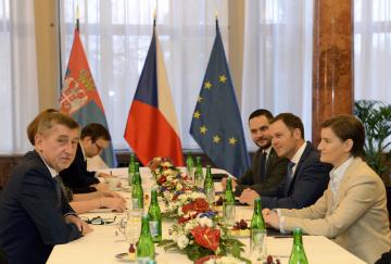 Premiér Andrej Babiš (vlevo) se setkal 10. prosince 2018 v Praze se srbskou předsedkyní vlády Anou Brnabičovou (vpravo).