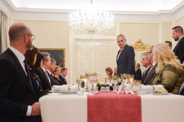 Prezident Miloš Zeman uspořádal 10. prosince 2018 pro premiéra a ministry menšinového kabinetu ANO a ČSSD adventní večeři na zámku v Lánech.