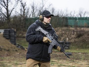 Jednoduché a spolehlivé. Z dlouhých zbraní na pistolové střelivo vyrábí Česká zbrojovka zdařilé samopaly CZ SCORPION EVO.