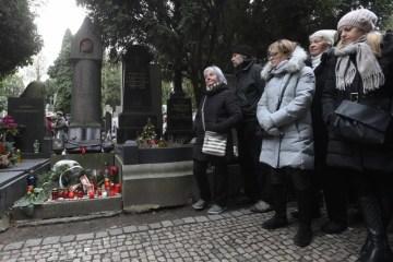 Přibližně dvě stovky příznivců spisovatele Karla Čapka se 25. prosince 2018 před polednem sešly u jeho hrobu na pražském Vyšehradě na každoročním setkání ve výroční den jeho úmrtí. Spisovatel zemřel 25. prosince 1938, tedy před 80 lety.