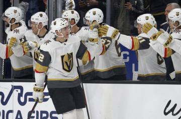 Utkání NHL Vegas - San Jose. Hokejista Vegas Golden Knights Tomáš Nosek se raduje z gólu.