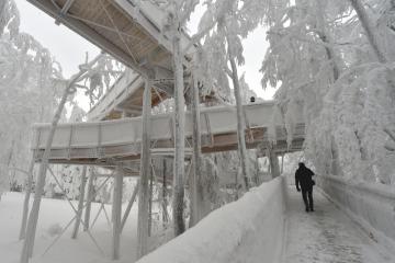 Pod vrcholem Tanečnice na Pustevnách v Beskydech se příští týden otevře nadzemní panoramatická Stezka Valaška (na snímku 11. ledna 2019).