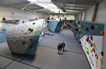 Lezecké centrum Hangar v Brně. S rozlohou 1200 metrů čtverečních jde o největší centrum v republice.