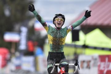 Mistrovství ČR v cyklokrosu, závod žen, 12. ledna 2019 v Holých Vrchách na Mladoboleslavsku. Pavla Havlíková v cíli.
