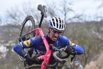 Mistrovství ČR v cyklokrosu, závod mužů, 12. ledna 2019 v Holých Vrchách na Mladoboleslavsku. Závodník Zdeněk Štybar.