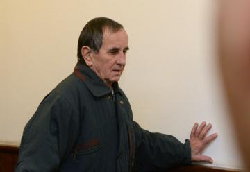 Obžalovaný Jaromír Balda přichází ke krajskému soudu v Praze, který 14. ledna 2019 rozhodoval v jeho případu. Muž čelí obžalobě z teroristického útoku a z vyhrožování teroristickým trestným činem. Podle kriminalistů pokácel dva stromy na železniční tratě a šířil výhrůžné letáky.
