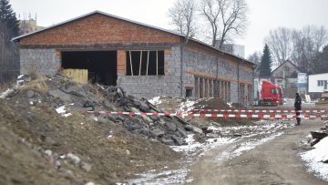 Policie hlídala 24. ledna 2019 sklad nebezpečného odpadu, který byl odhalen ve Starém Městě na Frýdecko-Místecku. Polská firma do skladu zřejmě navezla směsi odpadních hořlavých látek.