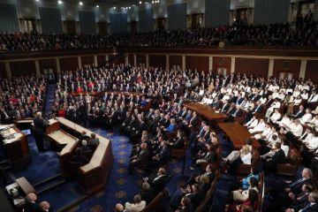 Americký Kongres sleduje projev prezidenta Donalda Trumpa, který před zákonodárci přednesl poselství o stavu unie.