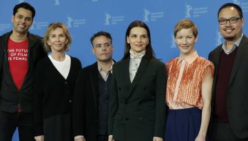 Členové poroty filmového festivalu Berlinale, zleva Rajendra Roy, Trudie Stylerová, Sebastian Lelio, Juliette Binocheová, Sandra Hüllerová a Justin Chang.